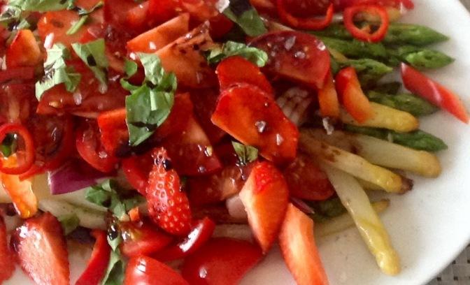 Salat mit mariniertem Spargel – feines Resteessen