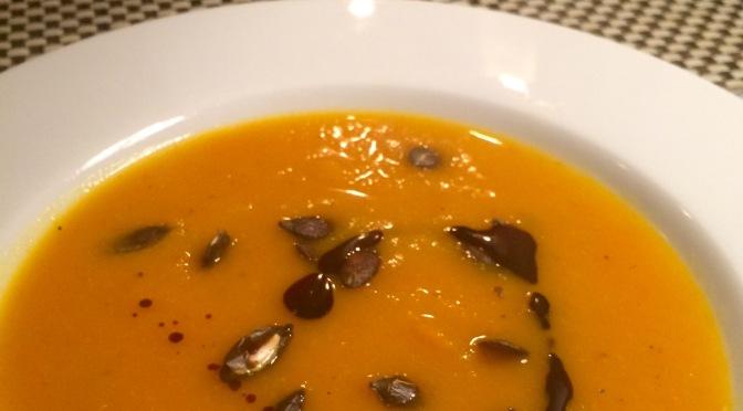 Kürbissüppchen mit Orange und Möhre
