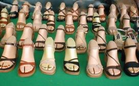Holzfüße auf dem Markt