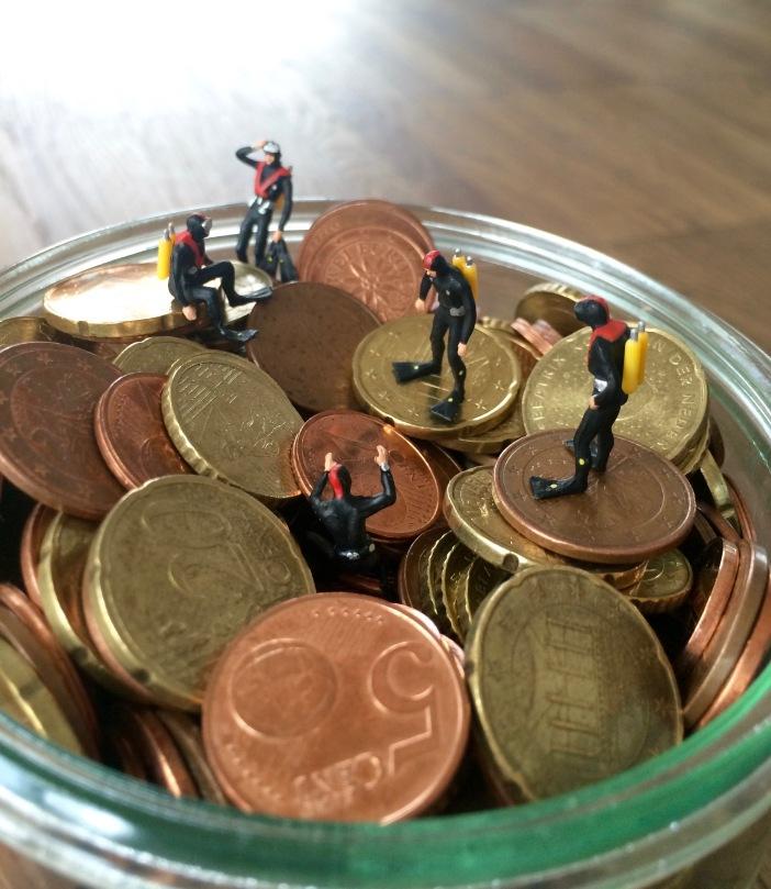 Miaturfiguren, Taucher in einer Schlüssel mit Kleingeld