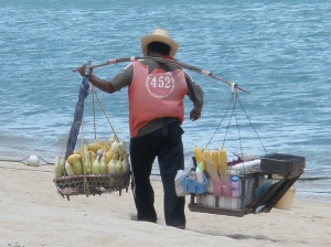 Strandverkäufer auf Koh Saums mit Obst
