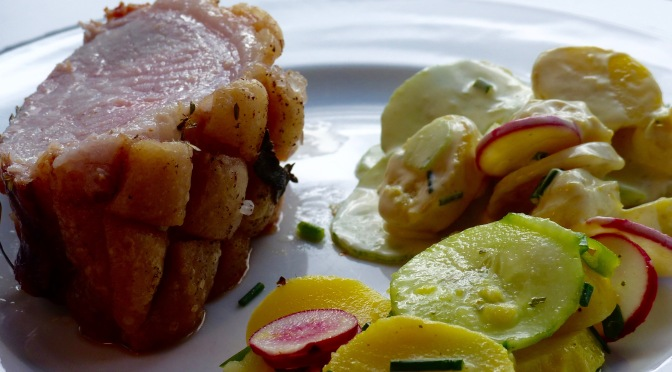 Adliger Schweinerücken mit zweierlei Kartoffelsalat