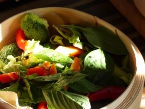Dämpfkorb mit Gemüse