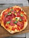 Pizza Salami vom Grill