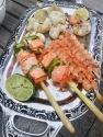 Fisch- und Garnelenspieße und Pulpo vom Grill