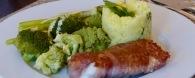 Saltimbocca vom Seeteufel, gedämpftes Gemüse mit Sauce Hollandaise