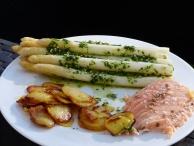 Spargel mit Bärlauchpesto, Eismeersaibling, Bratkartoffeln