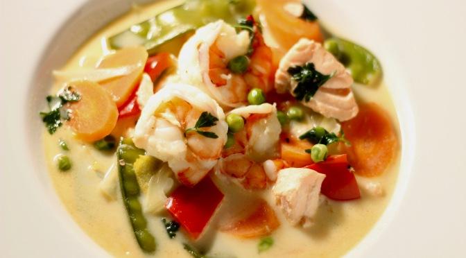 Garnelen und Lachs im Kokos-Gemüse-Curry